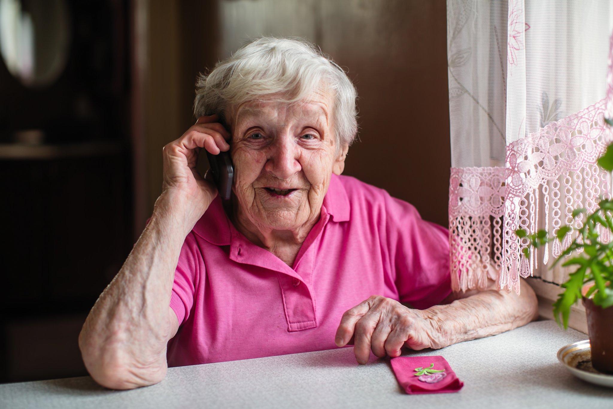 grandma_onphone