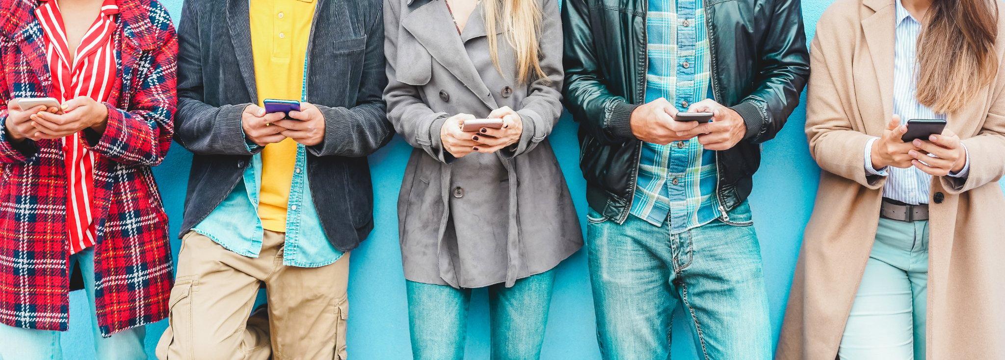 socialmedia-line of people